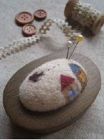 羊毛フェルトのピンクッション,鳥と家