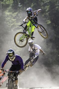 MTB Dating is the dating site for singles with a passion for mountain biking. Shred the mountain bike trails together; join now for free & start dating! Downhill Bike, Mtb Bike, Cycling Bikes, Freeride Mountain Bike, Mountain Bike Trails, Mountain Biking Women, Mtb Trails, Montain Bike, Foto Picture