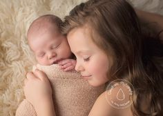 PhotographyMagazine.com | Dewdrops Photography by Amy McDaniel | Newborn Photography