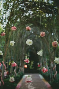 Having an outdoor wedding and need beautiful ideas? We love this hanging floral backdrop!