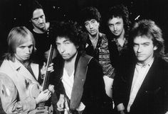 1986 Bob Dylan & the heartbreakers, from left: Tom Petty , Stan Lynch, Howie Epstein, Mike Campbell and Benmont Tench, June 22,1986 .