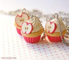 Bijus deliciosas! Colar cupcake com maçã vermelha - pokkuru - doceria de bijoux  http://www.pokkuru.com.br
