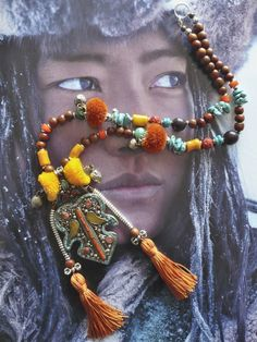 love the way this piece combines the wood, turquoise and other beads and elements    ....COLLIER  ETHNIQUE NOMADE MONGOL ۞۞  KHALKHAS ۞۞