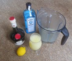 Vodka Bottle, Cocktails, Non Alcoholic Beverages, Lemon, Craft Cocktails, Cocktail, Slurpee, Smoothies