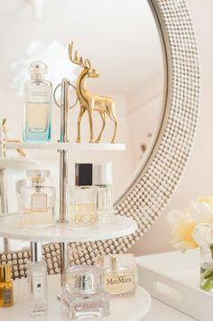 Vanity decoration upgrade using tiers to display perfume. Perfume Storage, Perfume Display, Rangement Makeup, Bright Homes, Vanity Decor, Vanity Tray, Vanity Ideas, Beauty Room, My New Room