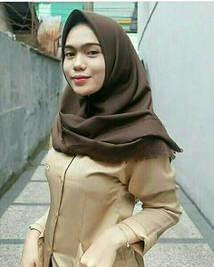 Jilbab Smile: Hijaber Cute Make A Smile Happy Beautiful Hijab, Beautiful Asian Girls, Funeral Expenses, Make Smile, School Uniform Girls, Hijab Chic, Girl Hijab, Looking For Love, Hijab Fashion