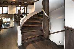 De Mooiste Trappenhuizen : Stairs i een van de twee glazen trappenhuizeu flickr