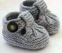 Knitting Patterns for Baby Hand Knitted Baby Shoes-Booties … Discover thousands of images about Alda Fernandes See pattern link in responses on page. See pattern link in responses on page. This Pin was discovered by Mon These cute little T-bar shoes ha Baby Knitting Patterns, Baby Booties Knitting Pattern, Knit Baby Shoes, Baby Girl Patterns, Crochet Baby Booties, Crochet Shoes, Vogue Knitting, Hand Knitting, Baby Bootees