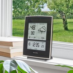NEW on AcuRite.com--#AcuRite Weather Station 03001W |  uses patented Self-Calibrating Technology to provide your personal forecast of 12 to 24 hour weather conditions. The LCD screen includes indoor / outdoor temperature and humidity, moon phase, barometric pressure with weather trend indicator, Intelli-Time clock and calendar. Intelli-Time clock automatically updates itself for Daylight Saving Time. Get it on AcuRite.com: http://bit.ly/1IG4yDI