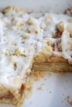 Lovin' From the Oven: Apple Streusel Bars slash Send Me to NY for the Martha Stewart Show, please? :)