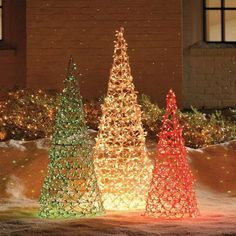 New Ideas For Outdoor Christmas Tree Decorations Outdoor Christmas Tree Decorations, Diy Christmas Lights, Cone Christmas Trees, Decorating With Christmas Lights, Christmas Wood, Cone Trees, Tomatoe Cage Christmas Tree, Cheap Christmas, Antique Christmas