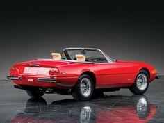 Ferrari 365 Daytona US-spec Old Sports Cars, Classic Sports Cars, Classic Cars, Ferrari California, Ferrari Car, Amazing Cars, Hot Cars, Cars Motorcycles, Vintage Cars