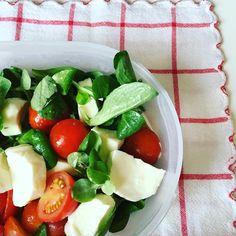 #MondayFood ✌️ #lunchtime #lunchbreak #work #salad #instafood #mondayblues