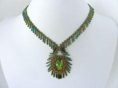 FREE beading pattern: Fringed Bezel Necklace