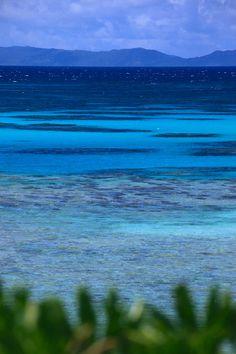 波照間島の藍、碧、蒼… いくつもの青が一期一会のグラデーションをつくっている