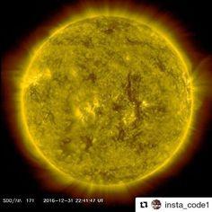 . Feliz 365 novo. Que os ventos solares nos tragam boas energias. Que as partículas de neutrinos neutralizem a radiação gama (forças negativas). Que as ondas gravitacionais sejam brandas como a luz que escapa do horizonte de eventos que nossa singularidade nos transportem íntegros para um novo multiverso. A estrada não é o fim. O ciclo sempre se renova sempre. Amém!  #Repost @insta_code1 with @repostapp  Happy New Year!! The Earth is 4.543 billion years old and thanks to the sun for enabling…
