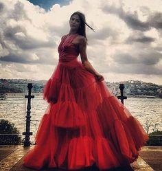 "Demet Özdemir in ""Early Bird"" as a model Turkish Women Beautiful, Turkish Beauty, Gorgeous Women, African Prom Dresses, Girls Dresses, Fashion Tv, Fashion Outfits, Turkish Fashion, Foto Pose"