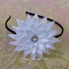 White Kanzashi Flower Choose headband color por SofiasBeautyCloset