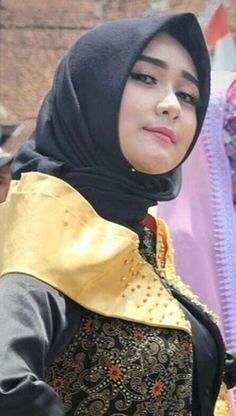 Video Hijab, Muslim Beauty, Islamic Girl, Art Of Beauty, Arab Women, Hijab Chic, Girl Hijab, Muslim Girls, Beautiful Hijab
