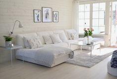 7.5. Деревянная стена - тоже очень здорово. И большой-большой диван, чтобы место для всей семьи.