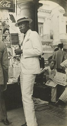 Citizen in Downtown Havana (Getty Museum) 	    Walker Evans   American, Havana, Cuba, 1933   Gelatin silver print  8 3/4 x 4 5/8 in.   84.XM.956.484