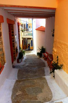 Covered stepped street in Ioulida, Kea island, Cyclades, Aegean_ Greece Mykonos, Santorini Greece, Pays Europe, The Places Youll Go, Places To Go, Beautiful World, Beautiful Places, Beautiful Streets, Albania