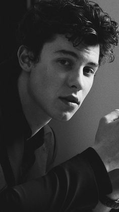 His jawline could cut a bitch Camila Cabello Wallpaper, Shawn Mendes Fotos, Fangirl, Mendes Army, Shawn Mendes Wallpaper, To My Future Husband, Beautiful Boys, Cute Guys, My Idol