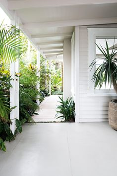 super Ideas for house exterior new zealand outdoor spaces The Hamptons, Bright Homes, House Exterior, House Styles, House Inspiration, Exterior Design, Weatherboard House, Garden Inspiration, Exterior