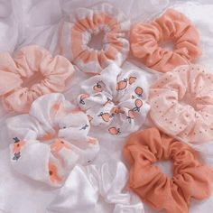 Peach Aesthetic, Aesthetic Themes, Aesthetic Clothes, Diy Hair Accessories, Fashion Accessories, Diy Hair Scrunchies, Accesorios Casual, Mode Style, Cute Jewelry