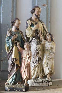 In bijna iederbrocante-interieurwaar ik tot nu toe ben geweest,was er altijd wel een beeld te vinden van Jezus, Maria of een ander heiligenbeeld.Zelf heb ik een oud Mariabeeld van mijn moeder in huis staan. Eén van de weinige brocante-items uit mijn ouderlijk huis. Mijn moeder heeft namelijk totaal geen brocante én dusook bijna niets'ouds' in…