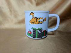 Vintage Garfield the Cat 1978 Christmas Mug Pouncing Gifts