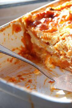 lasagnes potiron chevre Pasta Alternative, Salty Foods, Veggie Recipes, Lasagna, Food And Drink, Yummy Food, Nutrition, Meals, Dinner