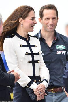 http://princessmonarchy.eklablog.com/la-duchesse-de-cambridge-a-portsmouth-a125953460