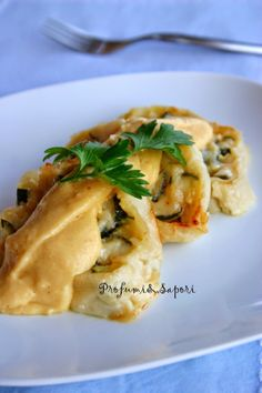 Strucolo (strudel) salato di zucchine con crema di patate e parmigiano