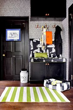 Keep all of the essentials for the family pet in one spot. Your furry friend will love curling up in his own corner, especially with his food and water bowl close by. #entryway #entrywaydecor #smallentryway #entrywaywall #bhg Smart Storage, Storage Hacks, Storage Solutions, Pet Storage, Storage Ideas, Entryway Storage, Foyer Decorating, Tuscan Decorating, Decorating Ideas