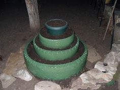 Now it's time to use old tires through recycling process which remain no longer useable after great serving on road as protective covers for your vehicle wheels Strawberry Beds, Strawberry Planters, Strawberry Tower, Strawberry Garden, Strawberry Patch, Tire Garden, Lawn And Garden, Outdoor Projects, Garden Projects