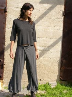 Unique grey linen Womens pantsOrigami trousers/ 4 way by SHIHAR, Etsy | Whoa.. these have my name on them. Not literally... I just mean these are my kind of pants! Rockin'!