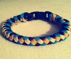 How to Tie a 4 Strand Paracord Braid With a Core and Buckle.: 14 Steps (with Pictures) braids tutorial How to Tie a 4 Strand Paracord Braid With a Core and Buckle. bracelets tutorial step by step # 4 strand Braids how to Paracord Braids, Paracord Knots, 550 Paracord, How To Braid Paracord, Paracord Tutorial, Bracelet Tutorial, Paracord Ideas, Paracord Dog Leash, Paracord Keychain
