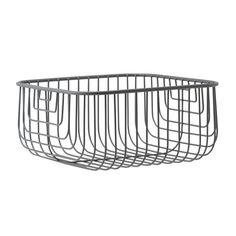 Just Wire ist ein Drahtkorb mit grafischer Formensprache, in dem man Kleinigkeiten und dekorative Gegenstände aufbewahren kann, die man gerne zeigen möchte.