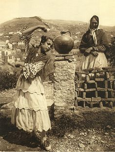 Spain_026 - Gypsy dancing    A series of pictures taken in Spain by Kurt Hielscher from 1914 - 1919. The scans were made from my own private copy. The book is in the public domain - but the existing copy in the Internet archive is sub-standard.