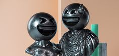 Il imagine la rencontre improbable entre sculptures classiques et emojis