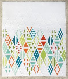 Starting your own Modern Quilt Guild chapter in the UK - Love Patchwork & Quilting Modern Quilting Designs, Modern Quilt Patterns, Loom Patterns, Quilt Designs, Quilting Patterns, Quilting Ideas, Quilt Inspiration, Quilt Modernen, Contemporary Quilts