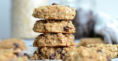 These 3 ingredient flourless peanut butter banana oatmeal cookies have no oil, no added sugar and only require a few healthy ingredients. Chewy and delicious! Healthy Recipe Videos, Real Food Recipes, Vegan Recipes, Banana Oatmeal Cookies, Banana Oats, Pasta Primavera, Healthy Pastas, Healthy Desserts, Diabetic Desserts
