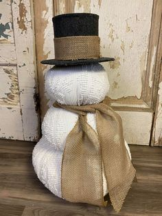 Snowman Crafts, Tree Crafts, Holiday Crafts, Holiday Decor, Holiday Ideas, Fish Tank Gravel, Chenille Bedspread, Burlap Ribbon, Winter Theme