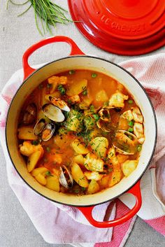 attempt to examine our increasingly rich world behind appetizing and nutritious cuisine. Spanish Kitchen, Spanish Food, Patatas Guisadas, Cooking Recipes, Healthy Recipes, Culinary Arts, Bon Appetit, Thai Red Curry, Food And Drink