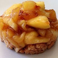 Tarte tatin revisitée Pizza Wraps, Delicious Desserts, Dessert Recipes, Desserts With Biscuits, French Food, Apple Pie, Macaroni And Cheese, Bakery, Food And Drink