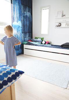 Children's room - Jussarö blue drapes by Marimekko - Hunajaista