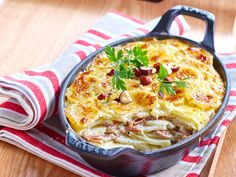 Découvrez la recette Gratin bonne femme au canard sur cuisineactuelle.fr.