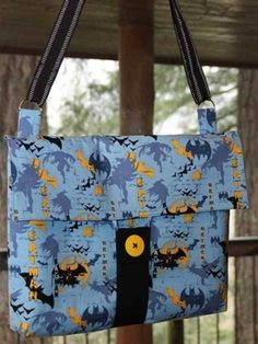 This free bag pattern is brought to you by Crafty Staci. Get the free messenger bag pattern here Learn to Sew a Designer Handbag Now sewers with beginner s