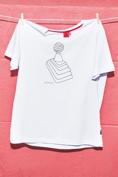 This T-shirt from the latest Volkswagen GTI Lifestyle Collection is a statement - for all those traditionalists who believe only a car with a manual gear box is a real car. (Shipping within Germany, international purchase via Volkswagen dealership.)